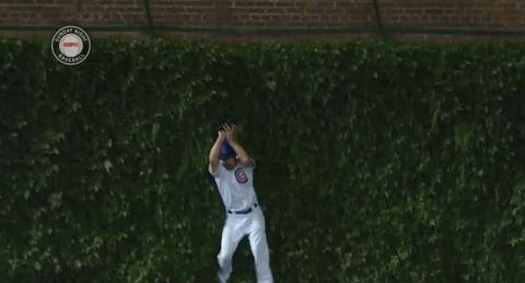 Travis Wood great catch against ivy, Wrigley Field